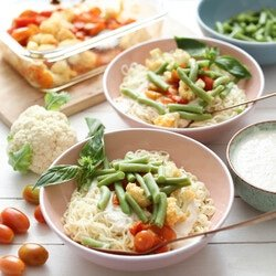 Mie Noodles with Green Beans, Cauliflower, Cherry Tomatoes and Alfredo Sauce